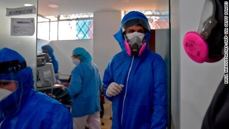 Trabajadores de la salud en una sala de coronavirus en Soacha, Colombia, el 24 de julio de 2020.