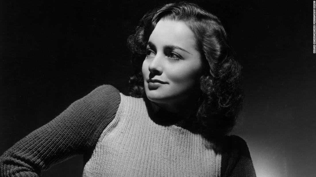 On and off screen Olivia de Havilland exhibited grit and grace – CNN