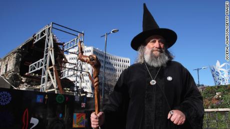 El mago después de Christchurch Square reabrió al público en 2013 después de un terremoto mortal en 2011.