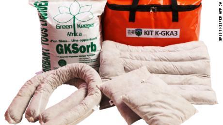 Los productos orgánicos se pueden usar para absorber una variedad de contaminantes, desde aceite de motor hasta tintes y pinturas.