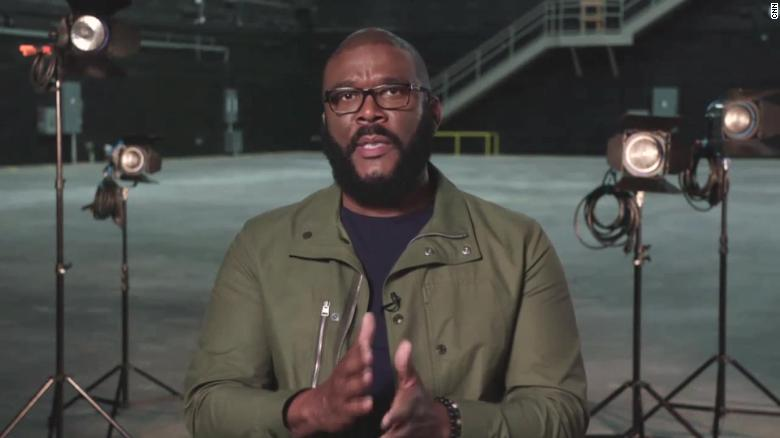 Tyler Perry's Thanksgiving giveaway draws thousands, clogs roads