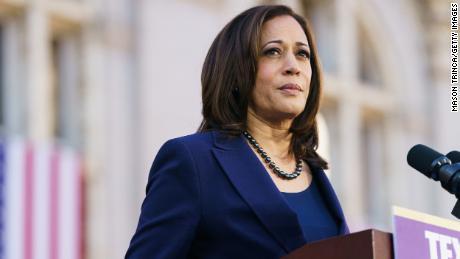 Sen. Kamala Harris speaks to her supporters during her presidential campaign launch rally in 2019. (Photo by Mason Trinca/Getty Images)
