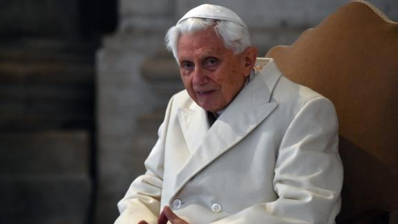 """Pope Emeritus Benedict XVI arrives at St Peter's basilica before the opening of the """"Holy Door"""" by Pope Francis to mark the start of the Jubilee Year of Mercy, on December 8, 2015 in Vatican. (VINCENZO PINTO/AFP via Getty Images)"""