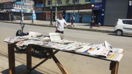 Journaux à vendre à Srinagar en 2020.