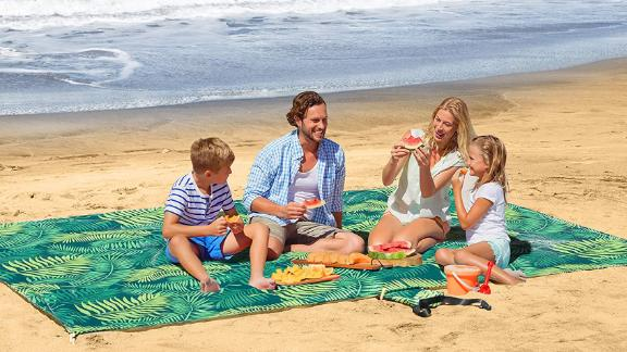 UrbanEco Outdoors Oversize Lightweight Beach Blanket