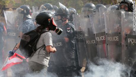 Liban: des manifestants prennent d'assaut les ministères alors que de violentes manifestations s'emparent de Beyrouth