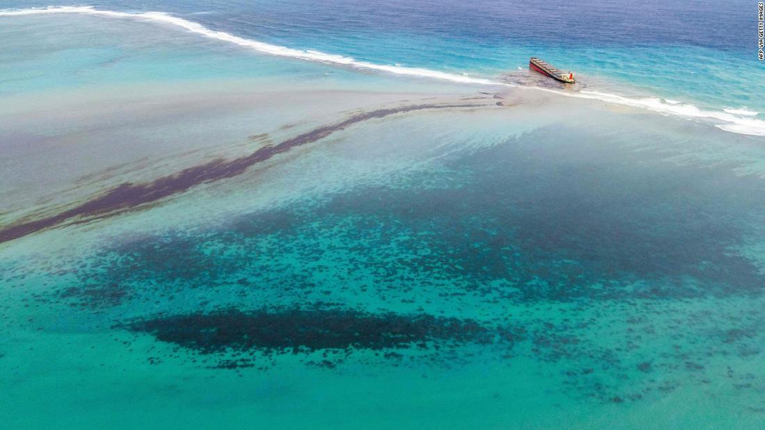 Huge oil leak is destroying pristine lagoon