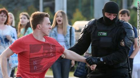 As Belarusians take to the streets, authoritarian leaders rally behind Lukashenko