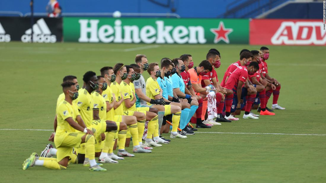 Dallas FC's Reggie Cannon criticizes booing of players kneeling during national anthem