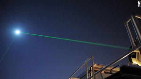 Razlog, da lansiramo laserske žarke med Zemljo in Luno