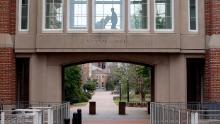 Le chancelier de l'UNC à Chapel Hill blâme les activités hors campus pour l'augmentation des cas de Covid-19