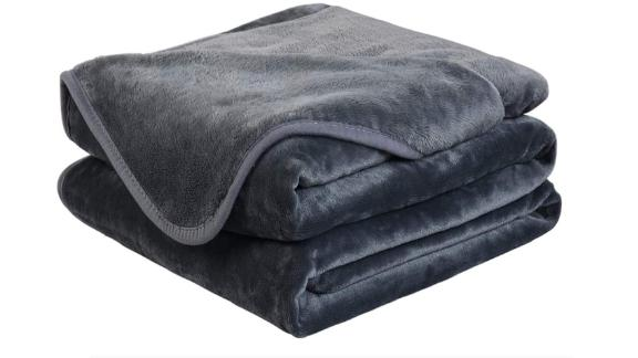 Easeland Soft Travel-Size Blanket