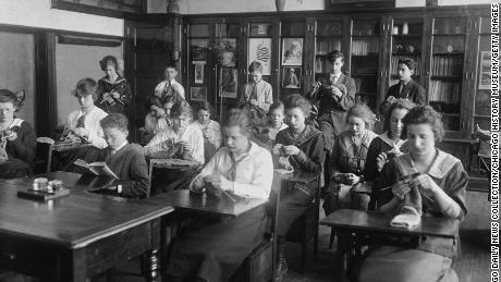 Iată ce s-a întâmplat când elevii au mers la școală în timpul pandemiei din 1918.