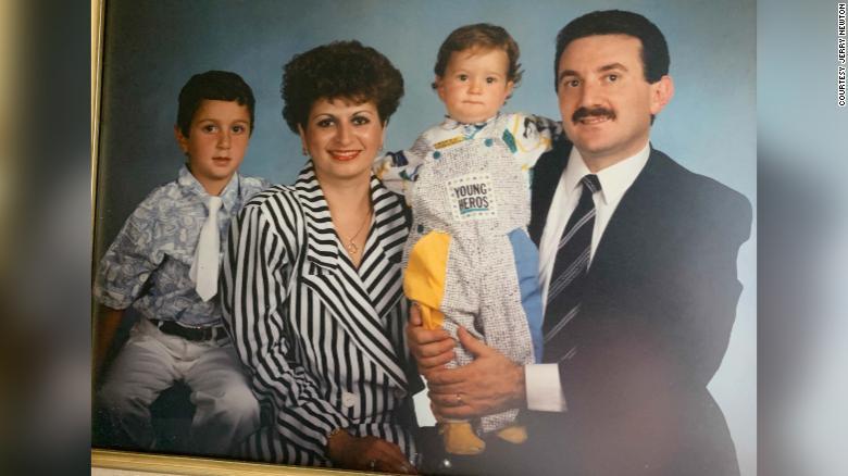 Potret keluarga Vahe Andonian sebelum dipenjara.