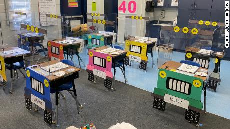 Two Florida teachers turned their students into & # 39; desks in small jeeps to make social distancing less scary