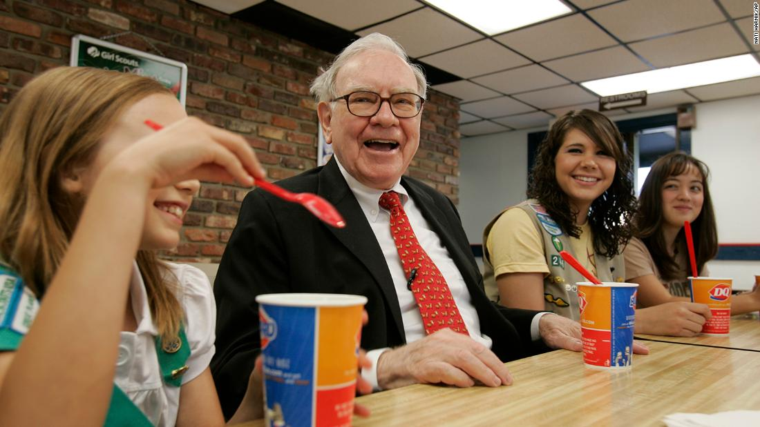 Buffett sits with Girl Scouts in Omaha in 2008.