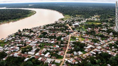 Vue aérienne de la rivière Javari à Atalaia do Norte, État d'Amazonas, nord du Brésil, le 20 juin 2020.