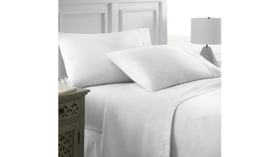 Becky Cameron 4-Piece White Solid Microfiber King Sheet Set