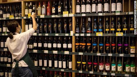 Australian trade minister: China tariffs a 'devastating blow' to wine industry