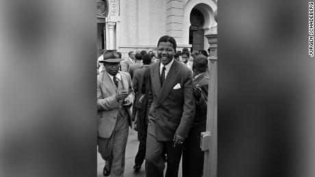 Nelson Mandela and Moses Kotane during the 1958 Treason Trial.