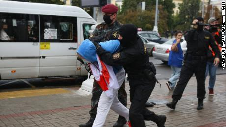 Video shows students violently detained in Belarus