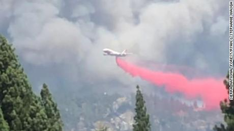 An air tanker drops fire retardant on the wildfire in the Sierra National Forest.