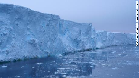 The high cliffs on the icy front of the Thwaites Glacier, which account for about 4% of the global sea level rise.