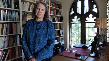 Karen King en su oficina en Harvard Divinity School.
