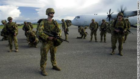 Reinforcements of Australian Army personnel arrive at Honiara Airport during police operation 'Helpem Fren' to restore peace to the Solomon Islands, 23 December 2004.