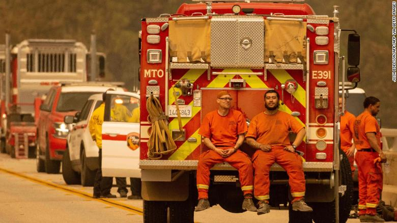 Inmates who battle wildfires in California to get better chance at post-prison firefighter jobs