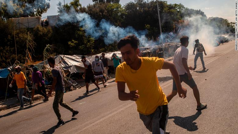Greek police fire teargas at protesting migrants on Lesbos