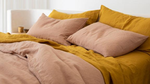 Cultiver Linen Sheet Set With Pillowcases