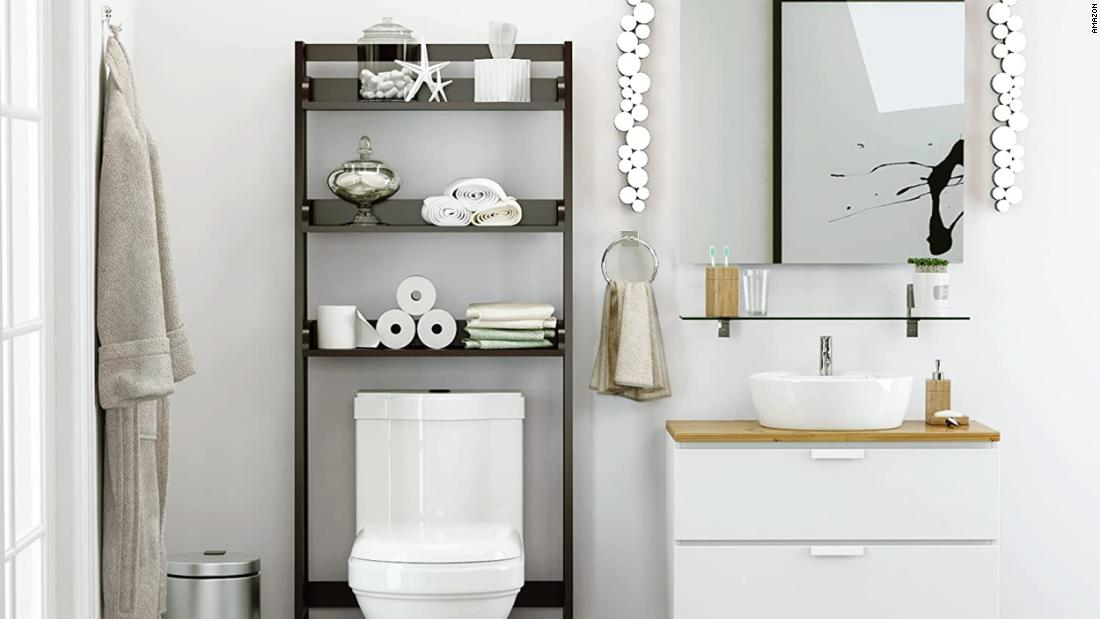 Expert ideas to maximize space in a small bathroom