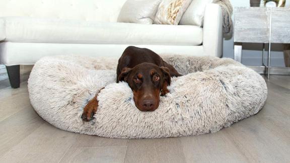 Mejores amigos de Sheri The Original Calming Shag Vegan Fur Donut Cuddler