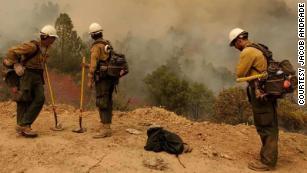 这些是热点,消防员正站在致命的烈火前线