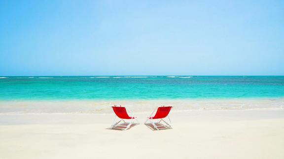 A still frame from 60 Second Vacation: Maldives