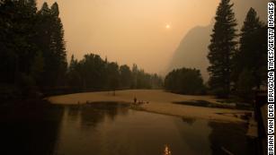 优胜美地国家公园因野火危害空气质量而关闭