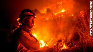 由于消防员希望在西海岸发生的火灾中占上风,因此其他人员会促使更多撤离