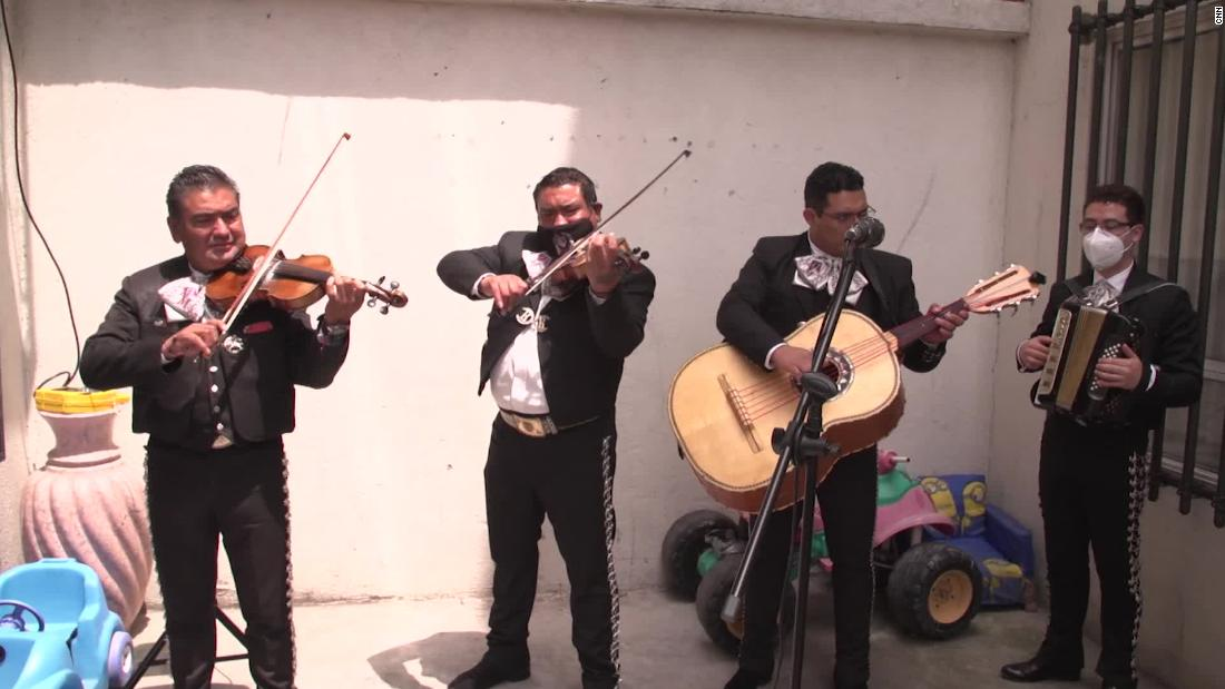 Mariachi musicians fight pandemic blues in Mexico