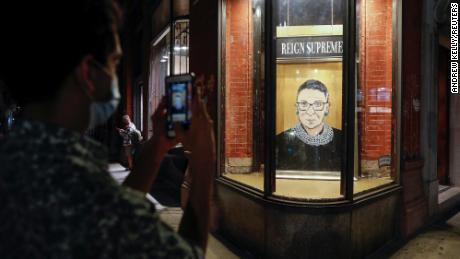 Tributes pour in for Justice Ruth Bader Ginsburg