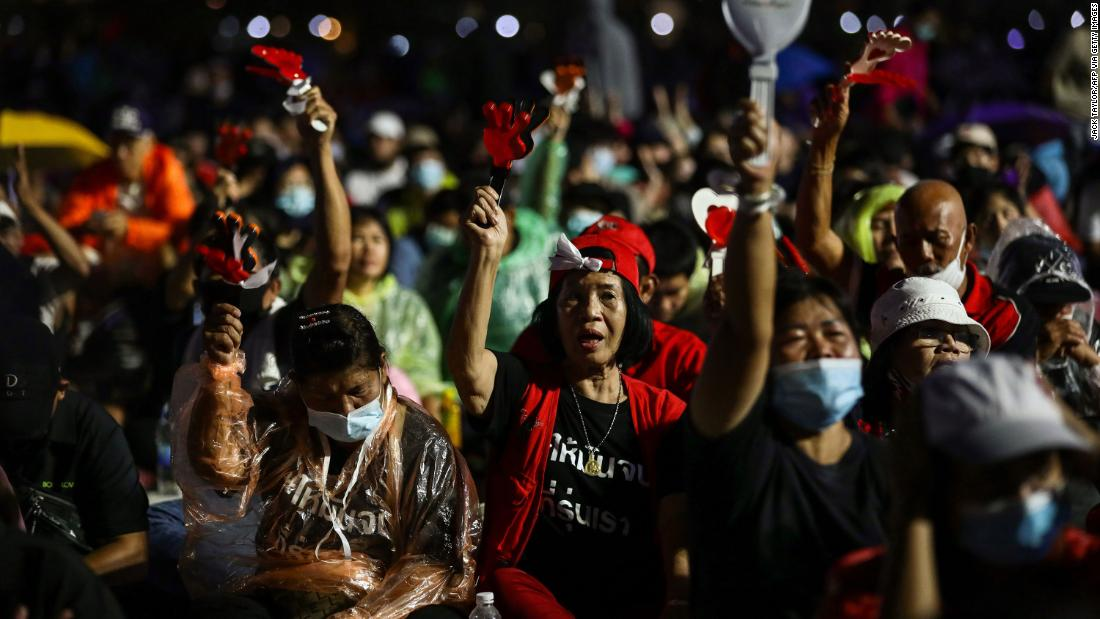 Thousands gather in Bangkok demanding reforms