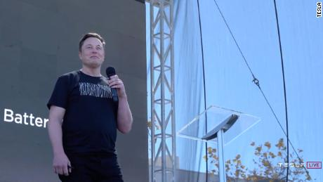 Илон Маск обещает 25000 долларов Tesla и говорит, что Model S & # 39; Plaid & # 39;  скоро