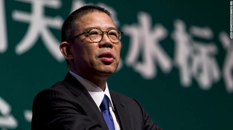 Zhong Shanshan menyampaikan pidato pada konferensi pers di Beijing pada 2013.