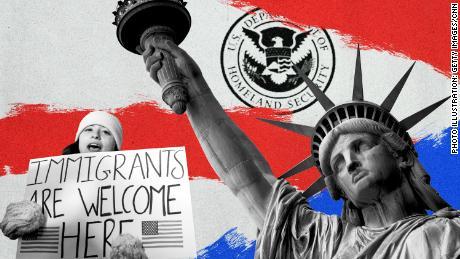 Biden memulai dengan cepat tentang imigrasi dengan menghentikan tembok perbatasan dan larangan perjalanan sambil merangkul DACA