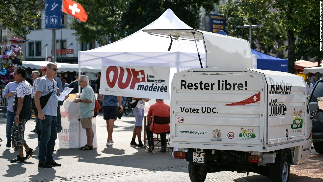 Swiss voters clearly reject curbs on EU immigration thumbnail