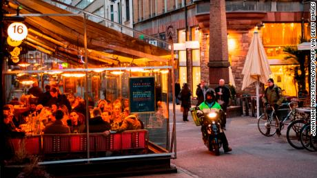 People dine in a restaurant on March 27, 2020 in Stockholm during the the new coronavirus COVID-19 pamdemic. - Sweden, which has stayed open for business with a softer approach to curbing the COVID-19 spread than most of Europe, on Friday limited gatherings to 50 people, down from 500. (Photo by Jonathan NACKSTRAND / AFP) (Photo by JONATHAN NACKSTRAND/AFP via Getty Images)