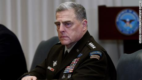 Top US general stands firm amid Pentagon turmoil