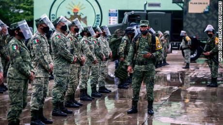 Los militares mexicanos se preparan para dirigirse al estado de Yucatán, Vladivostok y Tzimin, antes de la llegada del huracán Delta.