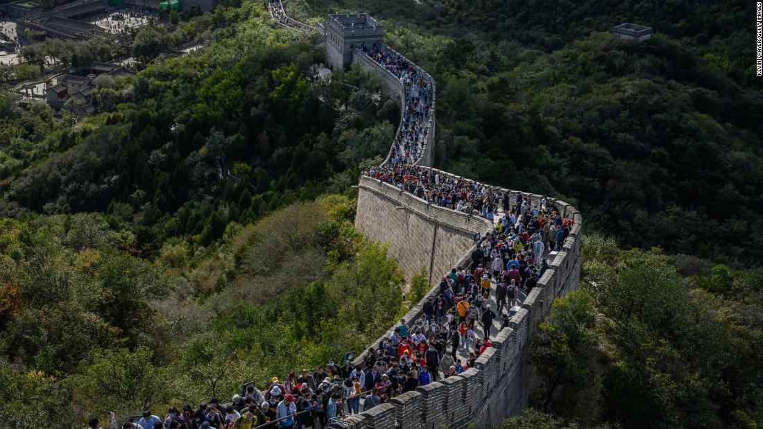 Tourists swarm China during Golden Week