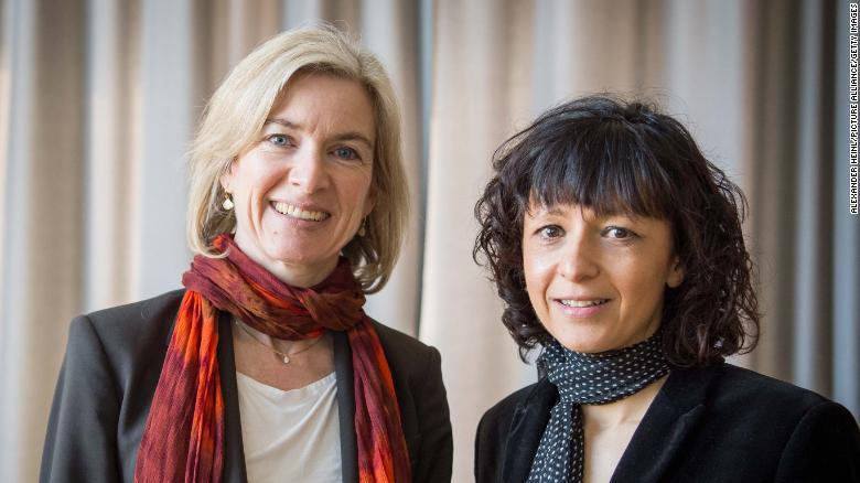 The American biochemist Jennifer A. Doudna (left) and French microbiologist Emmanuelle Charpentier, pictured together in 2016.
